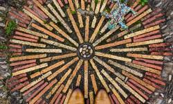 Mosaiques et chaussures par Sebastian Erras